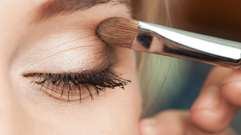 Краситься или нет? – «Шабатний макияж» – разрешено ли использовать в Шабат или Йом Тов?