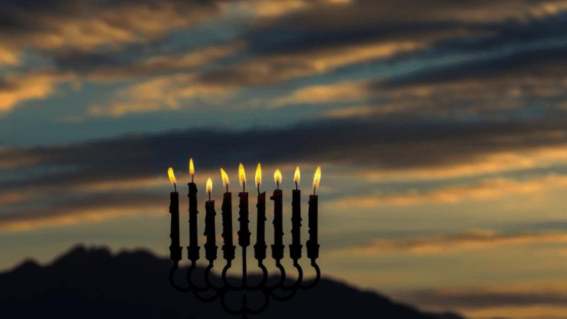 Ханука 5781   Законы и обычаи Хануки — часть 2. Где и когда зажигают свечи? Особые ситуации