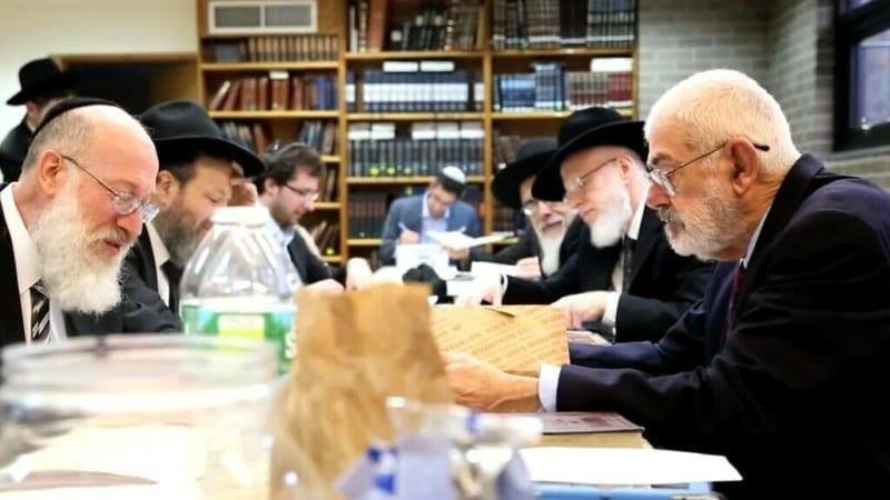 Умер нееврей, 40 лет покупавший хамец у евреев Нью-Йорка на миллионы долларов