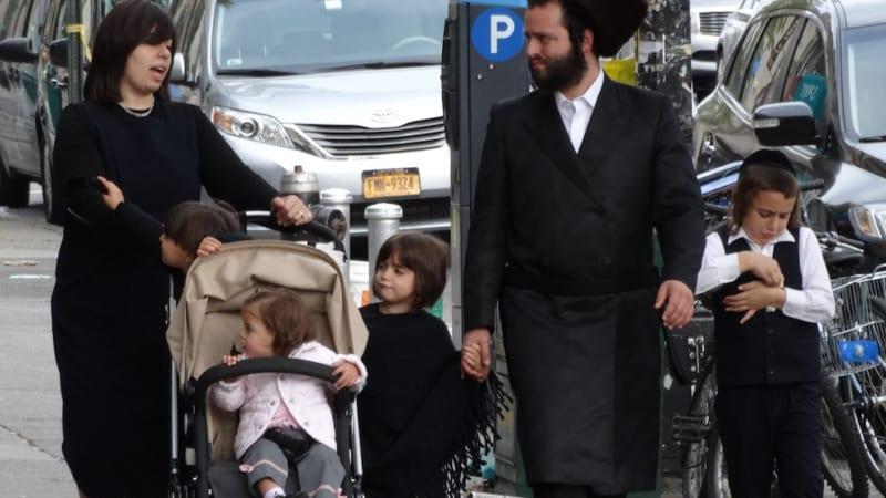 Многодетная ортодоксальная семья заявила о жилищной дискриминации в Нью-Йорке