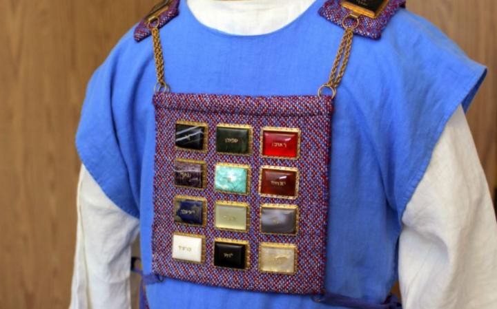 Зачем нееврею одежды Первосвященника?