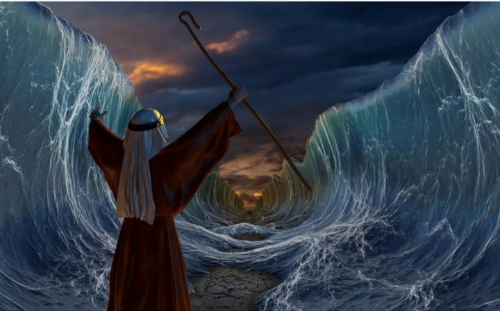 В заслугу чего разверзлось море?