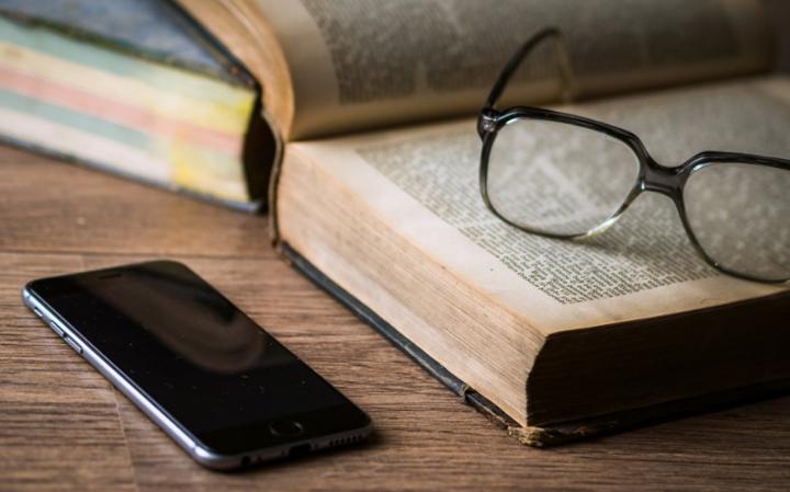 Мобильный телефон во время молитвы или урока