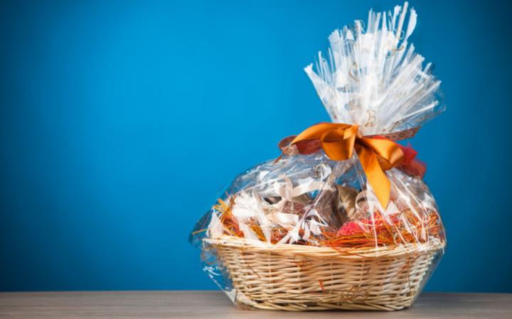 Еда в подарок – можно ли передарить?
