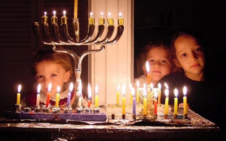 Запрет использования ханукальных свечей