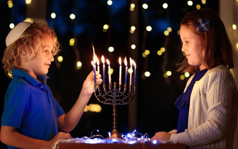 Ханука 5781 | Законы и обычаи Хануки — часть 1. Кто зажигает, что зажигает и как зажигает?
