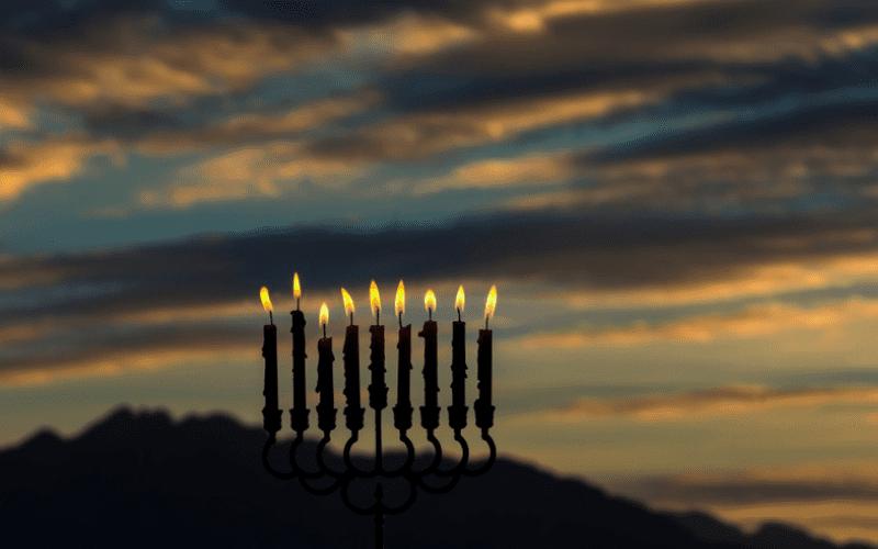 Ханука 5781 | Законы и обычаи Хануки — часть 2. Где и когда зажигают свечи? Особые ситуации